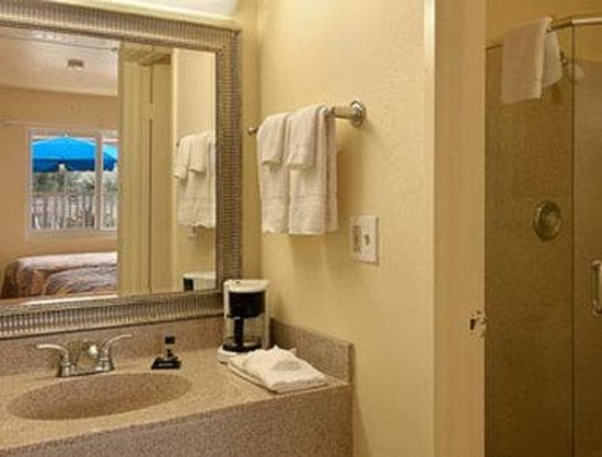 Travelodge Riviera Beach/West Palm: Bathroom