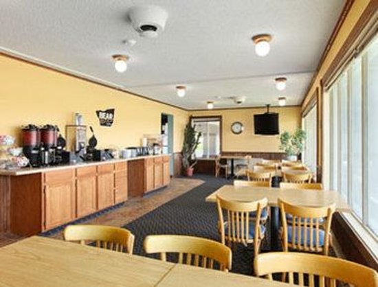Travelodge Grand Forks : Breakfast Area