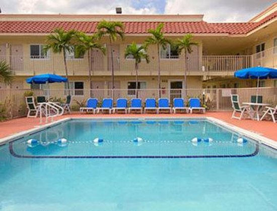 Travelodge Riviera Beach/West Palm: Pool