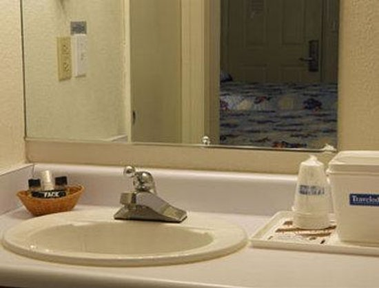 Travelodge Clearlake: Bathroom