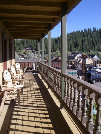 The Truckee Hotel: Second floor balcony