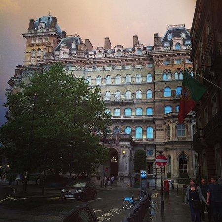 The Langham, London: Langham hotel London  とっても絵になる、外観。