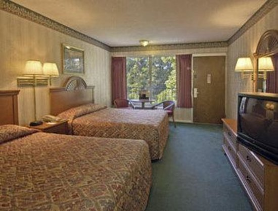 Ozarka Lodge: Standard Two Queen Bed Room