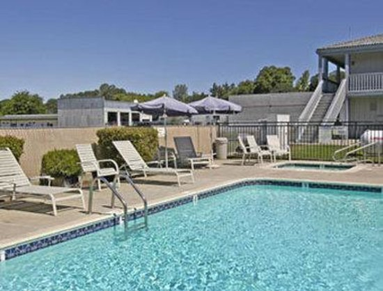 Travelodge Clearlake: Pool