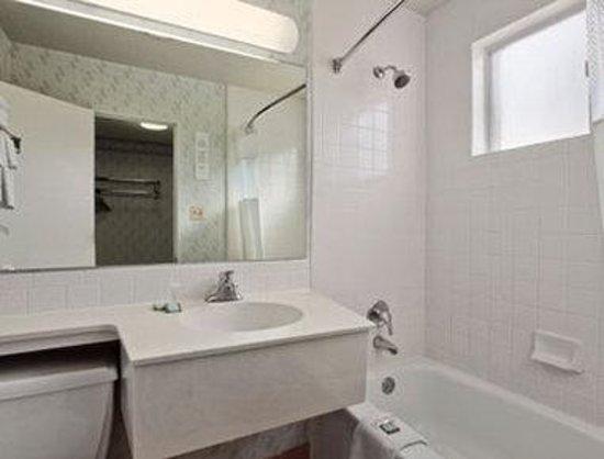 Travelodge Page : Bathroom
