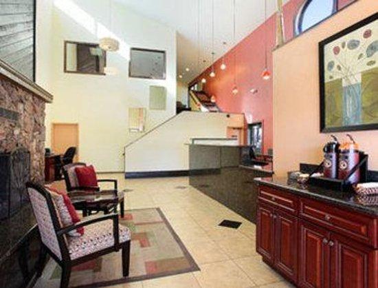 Days Hotel Flagstaff: Lobby