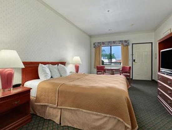 Lynwood Century Freeway Travelodge: 1 Queen Bed Room
