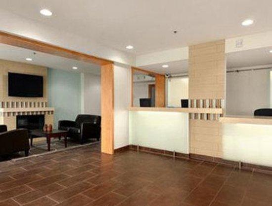 Baymont Inn & Suites Reno : Lobby