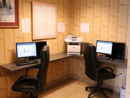 Days Inn & Suites Lancaster: Business Center