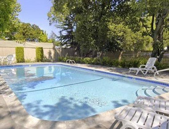 Travelodge Santa Rosa Wine Country: Pool