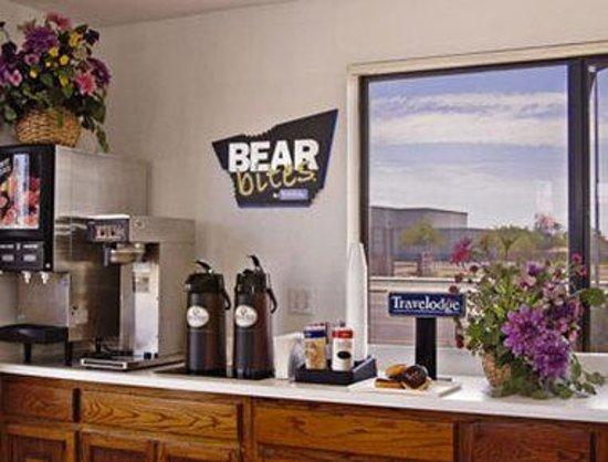 Travelodge Suites Phoenix Mesa : Breakfast Area