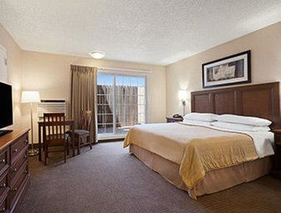 Travelodge by the Bay : Standard King Room