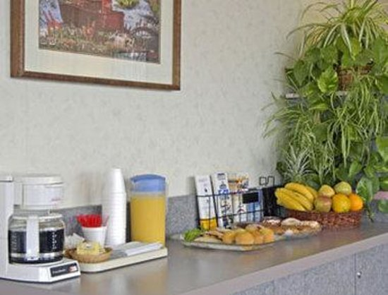 Travelodge Crescent City: Breakfast Area