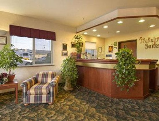 Newberg Travelodge Suites: Lobby