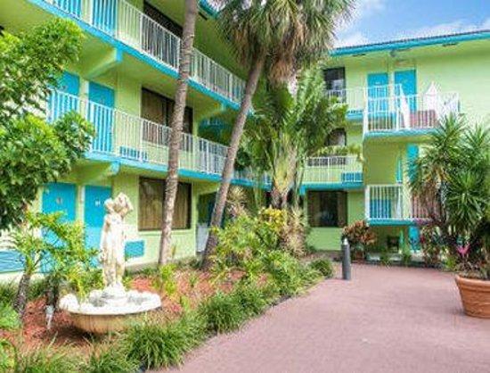 Travelodge Fort Lauderdale Beach: Courtyard