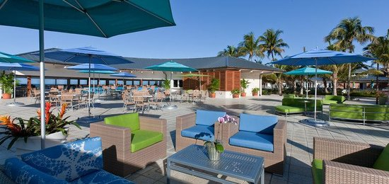 The Naples Beach Hotel & Golf Club: Sunset Beach Bar Grill