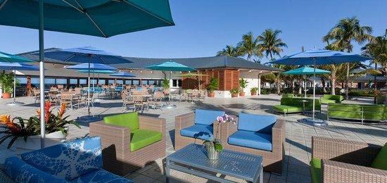 The Naples Beach Hotel & Golf Club: Sunset Beach Bar Grill