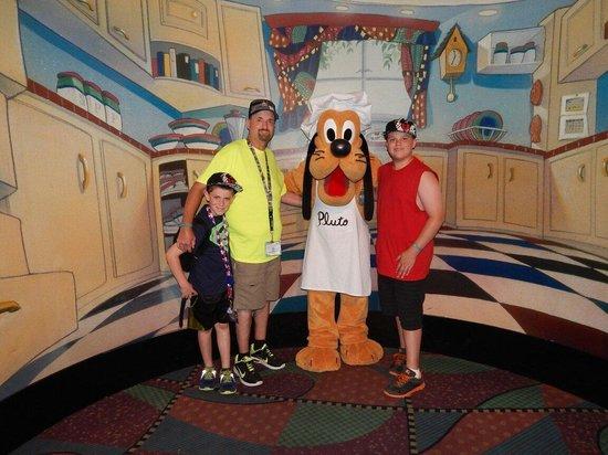 Pluto at Goofy's Kitchen