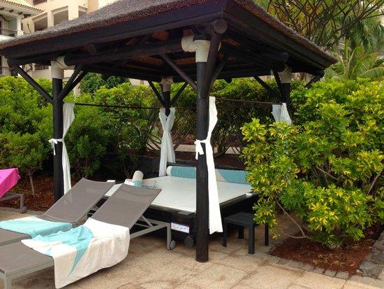 Gran Melia Palacio de Isora Resort & Spa: Bali Bed by pool number 46 and 47 good at adult pool