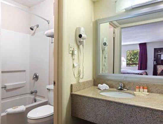 Days Inn Columbia: Bathroom