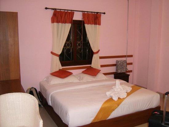 Phatchara Guest House : Camas