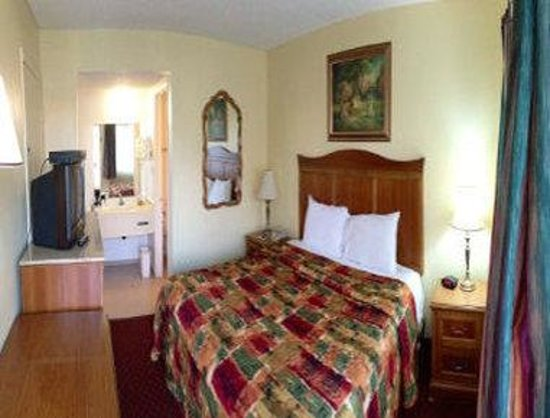 Travelodge Fullerton Near Anaheim: Guest Room with One Bed