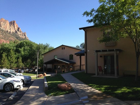Quality Inn at Zion Park: Building view