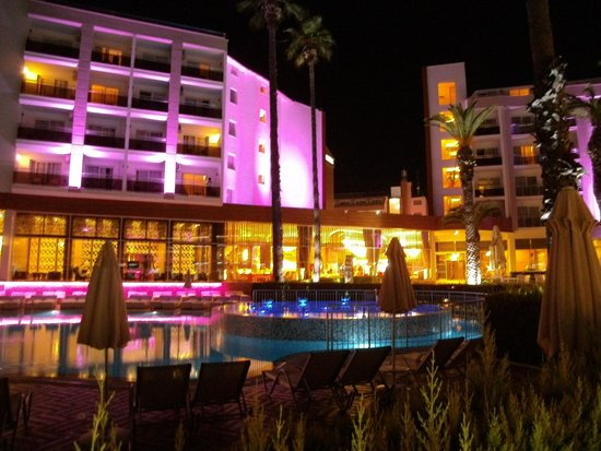 Ideal Prime Beach : Evening at hotel