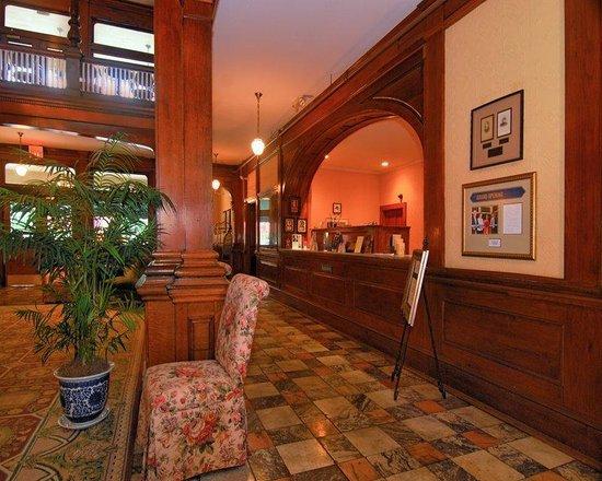 Best Western Plus Windsor Hotel: Hotel Lobby