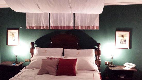 Hotel Castello Miramare: camera 103 e letto