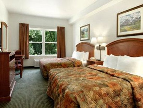 Days Inn Manitou Springs : Standard Two Double Bed Room