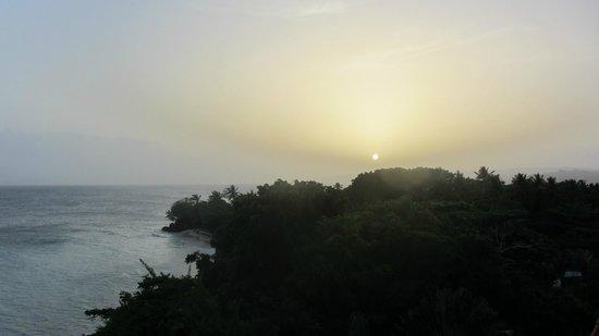 Luxury Bahia Principe Cayo Levantado Don Pablo Collection : vista desde la terraza de la derecha de la cama, el atardecer.