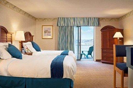 Hyannis Harbor Hotel : Two Queens