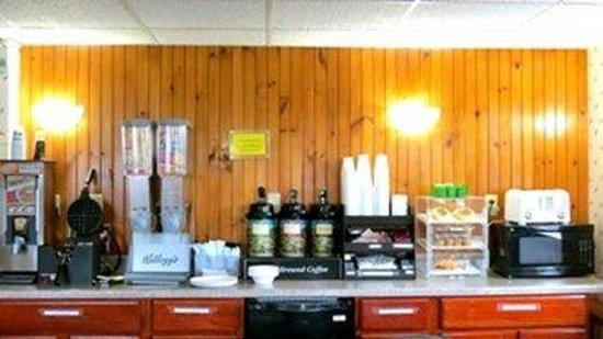 Budget Host Airport Inn: Breakfast