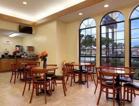 Super 8 Jacksonville South: Breakfast Area