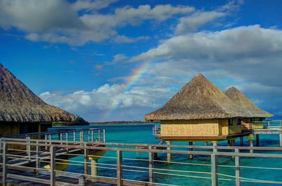 InterContinental Bora Bora Le Moana Resort : Rainbow over the Bungalows