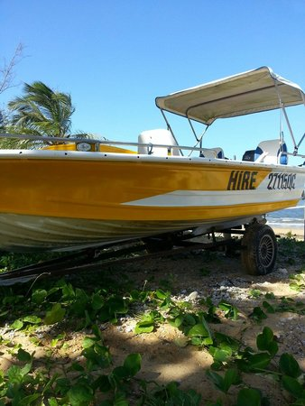Mission Beach Boat Hire: This 40hp hire boat handles the waves very well and has just been fitted with 4 x big comfy seat
