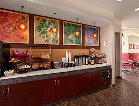 Ramada Rockville Centre: Breakfast Area