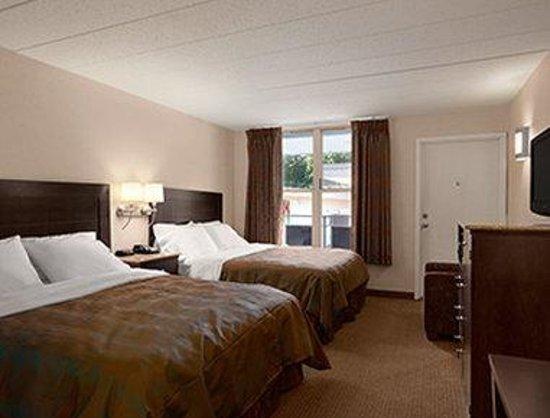Ramada Rockville Centre: Double Queen Bedroom