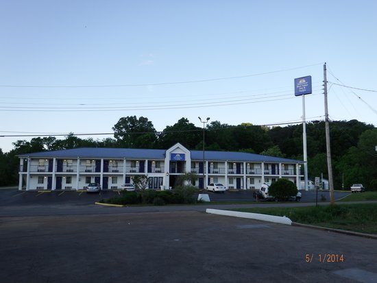 Americas Best Value Inn & Suites/Lookout Mountain West: front of hotel