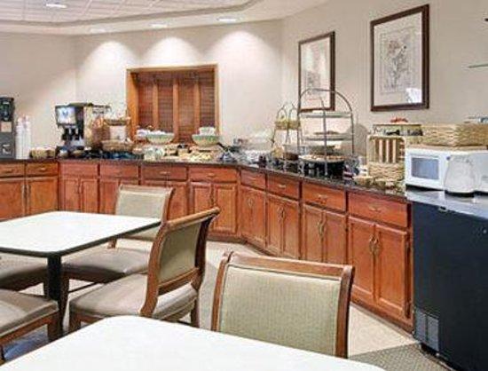 Wingate by Wyndham Greenville: Breakfast Area