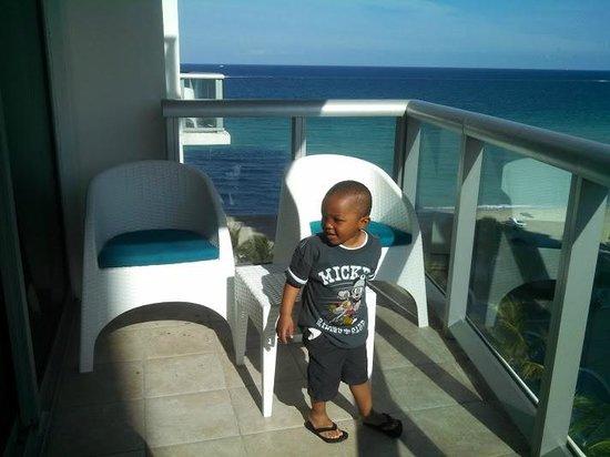 Marenas Beach Resort: Patio outside living room