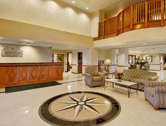 Wingate by Wyndham Louisville East: Lobby