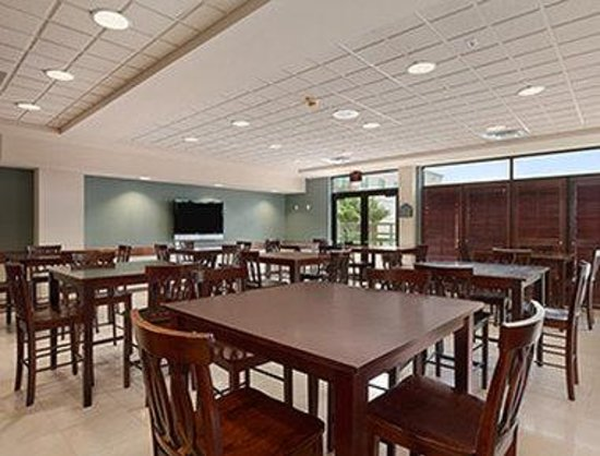 Wingate by Wyndham Round Rock Hotel & Conference Center: Breakfast Area