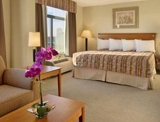 Wingate by Wyndham Louisville East: Deluxe Suite