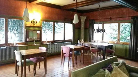 Los Juncos - Lake House: Cálido e  iluminado
