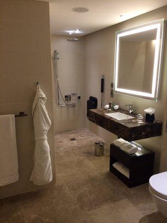 Conrad London St. James: Bathroom - no shaving mirror!
