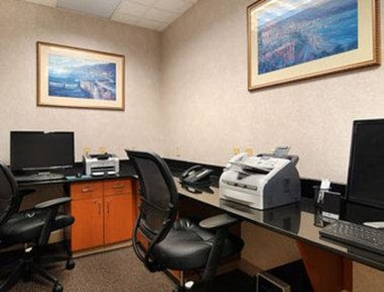 Wingate by Wyndham Cleveland: Business Center