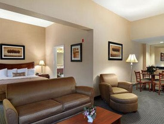 Wingate by Wyndham Cleveland: Large King Suite