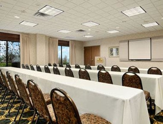 Wingate by Wyndham Cleveland: Meeting Room
